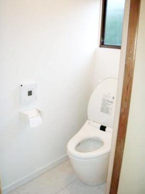 トイレと洗面所を新しく。廊下も直しました。