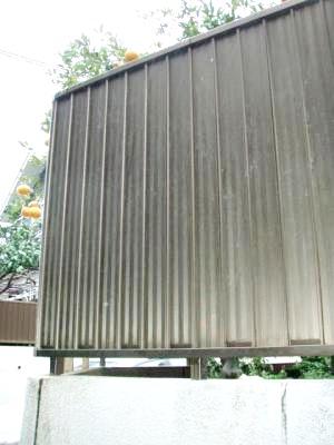 金網のフェンスから目隠しフェンスに。