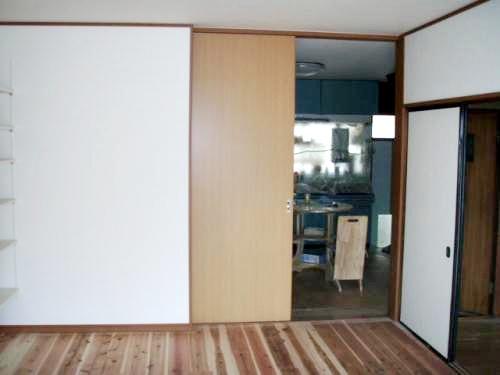 リビングを和室から洋室にしました。