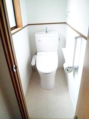 トイレを和式→洋式に。洗面所も新しいものにしました。
