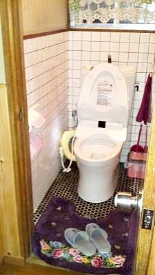 新しいトイレは快適です。