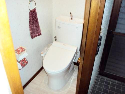節水型トイレにリフォーム。1日だけの工事ですみました。