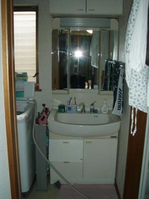 ぴかぴかの洗面化粧台で気持ちも明るく!