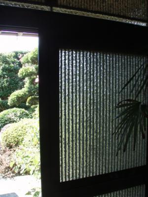 玄関網戸で家の中を風通し良く。