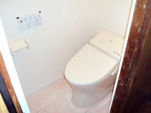短期の工事でトイレも玄関も素晴らしくなりました。