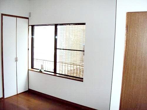 使いづらかった和室を、洋室の居室にしました。