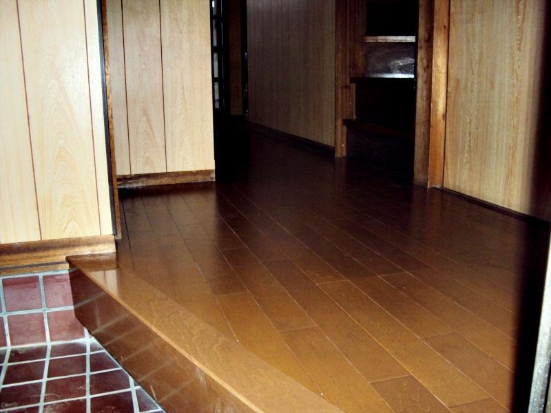 フロアーの貼り増しで低予算で床をリフォーム。
