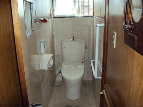新しいトイレと、手摺を各所に設置。