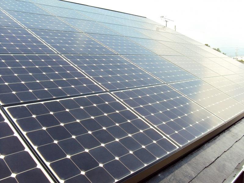 太陽光発電装置を設置しました。