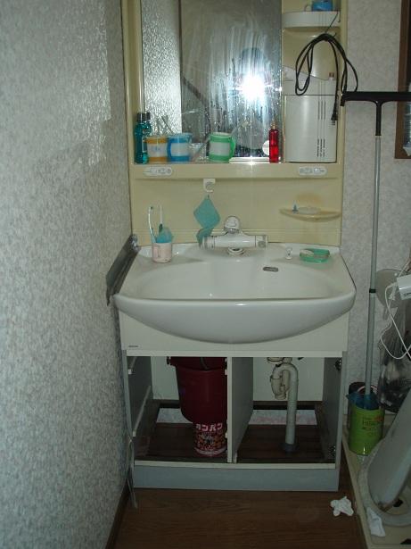 きれいな洗面化粧台に取り替えました。