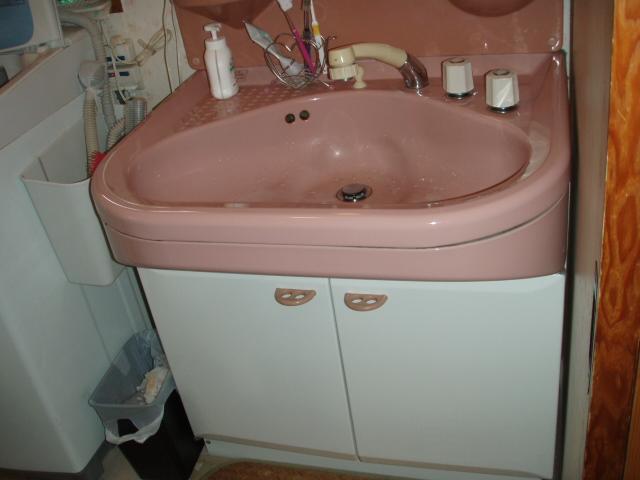 洗面化粧台を取り替えました。