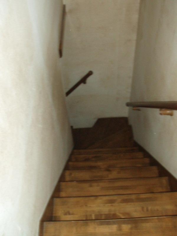 階段室と2階廊下のクロスを貼り替えました。