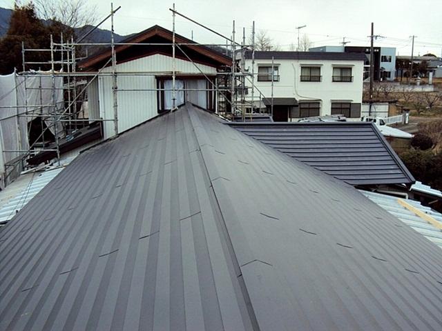 耐震工事(屋根の葺替)と外壁塗装、水廻りのリフォームをしました。