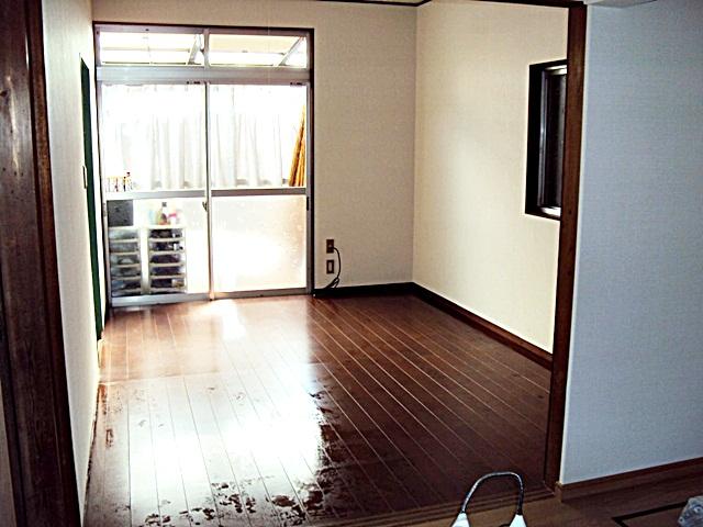 1階と2階の和室を洋室にリフォームしました。