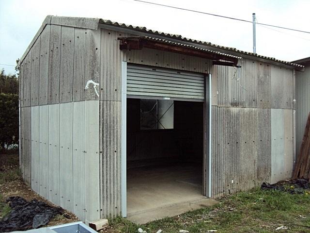 倉庫を修繕しました。