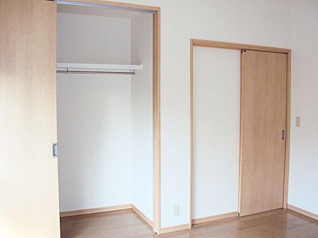 北西角の和室が洋室に生まれ変わりました。天井まである開口で収納がし易くなっています。