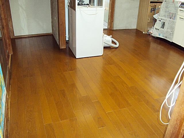 床の貼り増しと張り替えをしました。