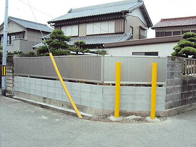 植栽・景石・ 生垣の撤去と境界塀を改修しました。