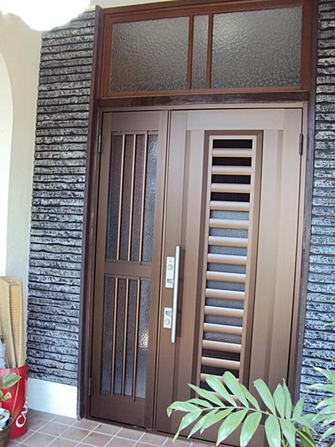 玄関サッシを取り替えました。