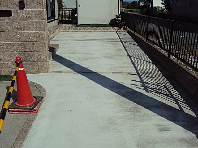駐車場とエントランスを改修しました。