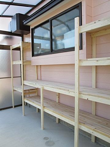サンテラス内には棚を取り付けて、大容量の収納が可能となりました。