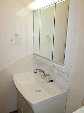 洗面化粧台と浴室換気扇を取り替えました。