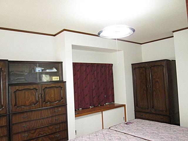 寝室もホワイトのクロスに貼り替えたことで、明るく綺麗な部屋に生まれ変わりました。