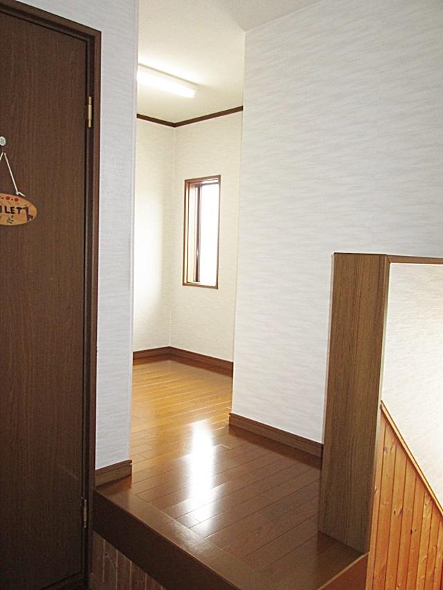 吹き抜けを納戸に改修し、和室も改修しました。