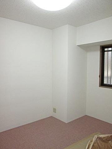 もう一つの洋室も内装を貼り替え、明るく綺麗に生まれ変わりました。