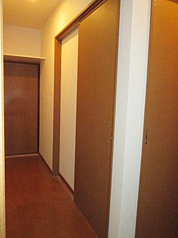 脱衣室につながる廊下もリフォームをしました。
