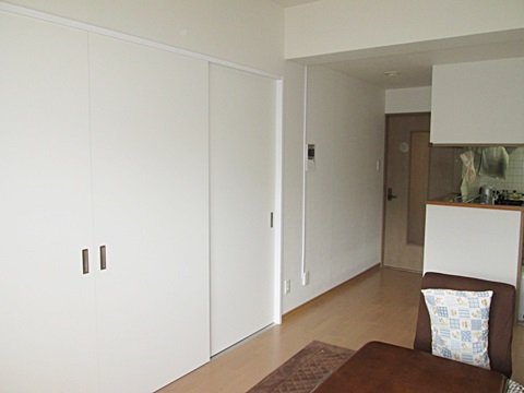 間仕切建具を開ければ、二間続きのとても広い空間になります。