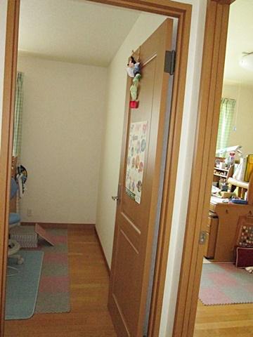 間仕切りの造作、トイレ壁紙貼り替え、洗面化粧台交換