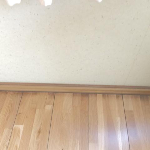 居間リフォームと玄関ホールのクロス張り替えをしました。