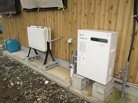 古くなった石油給湯機を「エコフィール」に取替えました。95%まで熱効率を上げ、灯油代の節約とCO2排出量を大幅に削減します。