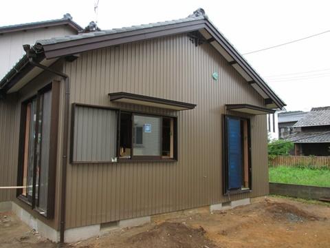 減築部分の外部の板金工事が完了しました。外壁も綺麗に仕上げられ違和感なく減築の完了となりました。