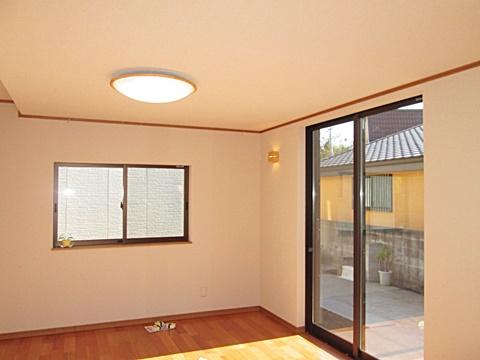 食堂は、減築したことによって光の差し込む、明るく暖かな部屋に生まれ変わりました。