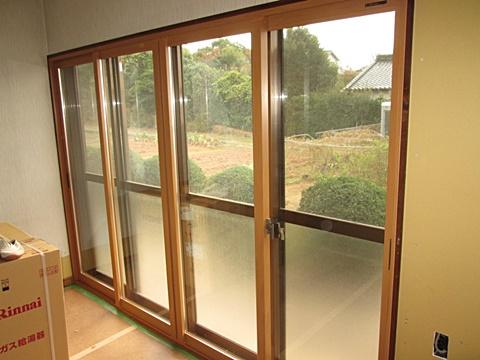断熱効果を上げる為、掃出し窓に内窓サッシ「プラマード」を取り付けました。