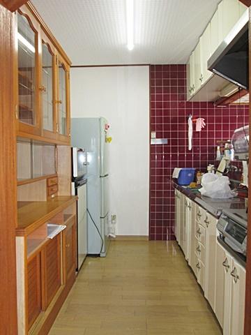 キッチンは、床・壁・天井共新しく綺麗になり快適な空間になりました。