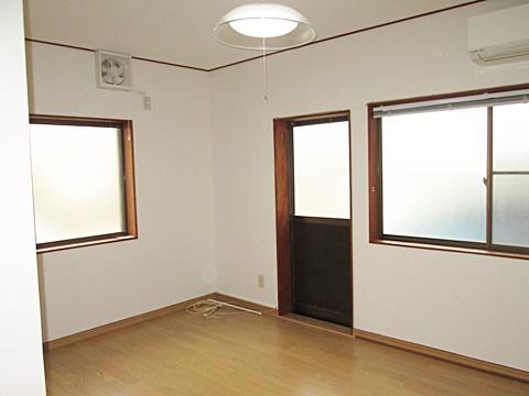 ダイニングもキッチン同様に明るい印象のお部屋に生まれ変わりました。