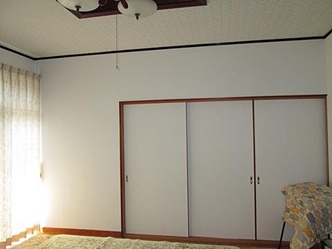 居間のクロス貼り替えと建具リフォームをしました。
