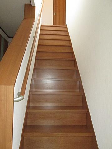 間取り変更に伴い階段を掛け替えました。