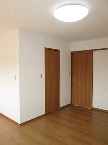 8帖の寝室には、ウォークインクローゼットを設けました。