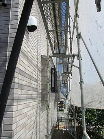 外壁は、東面の傷んでいた既設のサイディングを撤去、防水シートを貼り直し、竪胴縁を新しく取り替えました。その後新しくサイディングを張り直しました。