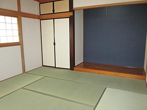 和室は畳の表替えと、壁クロスを貼り替えました。