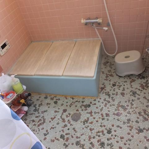 浴室と洗面脱衣室、玄関ホールをリフォームしました。