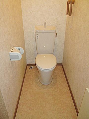 3階のトイレはトイレ機器のみのを取り替えました。