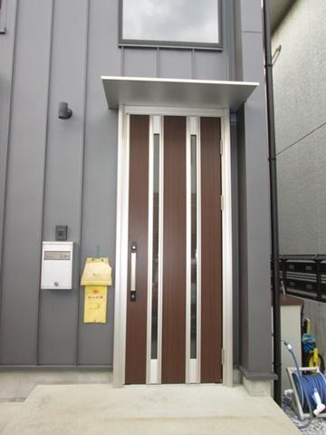 玄関ドアを交換しました。