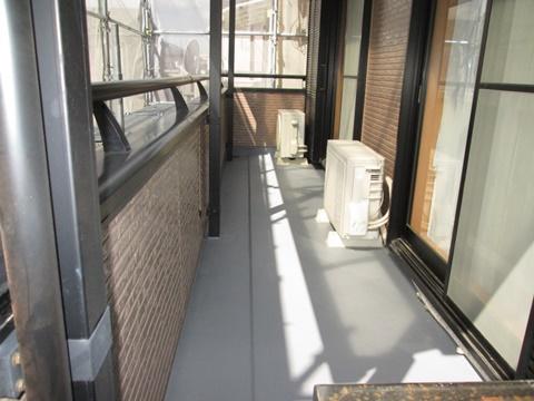 ベランダのシート防水を撤去して、FRP防水にやり直しました。