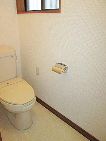 トイレのクロスも貼り替えました。