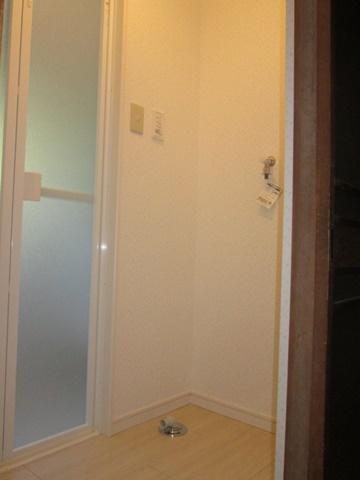 脱衣室は、明るい色合いで綺麗に仕上げられました。